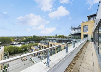 Thumbnail 3 bed flat for sale in Kew Bridge, Brentford