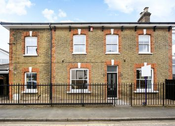 4 bed property for sale in Richmond Road, Staines TW18