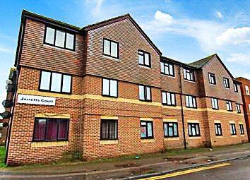 1 bed flat to rent in Jarretts Court, Wykeham Road, Sittingbourne, Kent ME10
