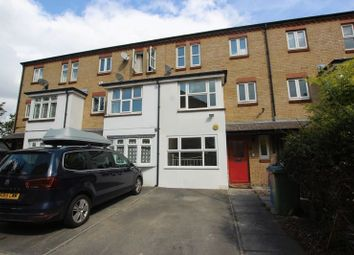 5 bed property to rent in Keats Close, London SE1