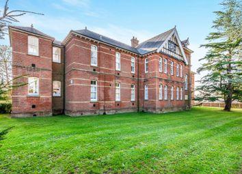 2 bed flat to rent in Oak Tree Way, Horsham RH13