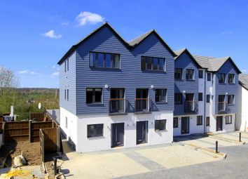 Thumbnail 4 bed property for sale in Adeyfield Road, Hemel Hempstead