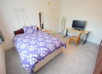 Thumbnail Room to rent in Stainforth Road, Ilford