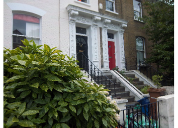Thumbnail 2 bed flat to rent in Colvestone Crescent, London