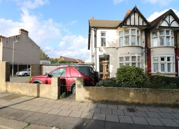 3 bed property for sale in Perth Road, Ilford IG2