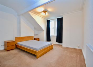 Thumbnail 3 bed flat to rent in Southend, Croydon
