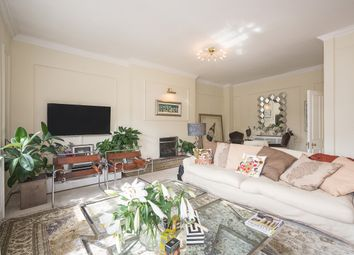 Thumbnail 5 bed flat to rent in Green Street, London