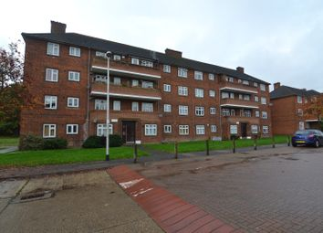 Thumbnail 2 bed flat to rent in Rivenhall Gardens, South Woodford