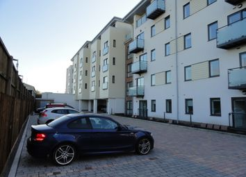 2 bed flat to rent in Victory Park Road, Addlestone KT15
