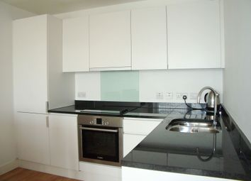Thumbnail 1 bed flat to rent in Queensbridge Road, Bethnal Green