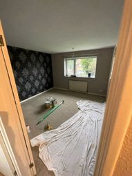 Thumbnail Room to rent in Kirdford Close, Crawley, West Sussex