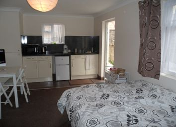 Thumbnail Studio to rent in Oaklands Road, Cricklewood London