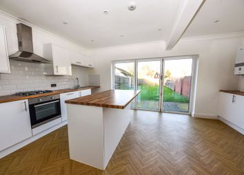 Thumbnail 3 bed detached house to rent in Forest Avenue, Cowplain, Waterlooville