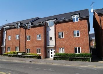 Thumbnail 2 bedroom flat for sale in Hieatt Close, Mount Pleasant, Reading