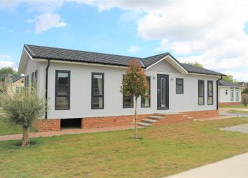 Thumbnail 2 bedroom mobile/park home for sale in Lyngfield Park, Bray, Maidenhead