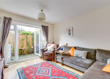 2 bed maisonette to rent in Garrick Close, London SW18