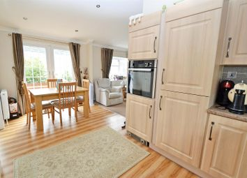 2 bed mobile/park home for sale in Manor Park Homes Estate, New Road, Hellingly, Hailsham BN27
