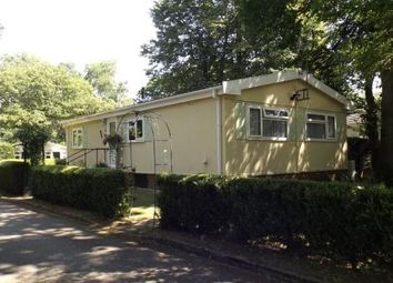Thumbnail 2 bed mobile/park home for sale in Kingfisher Lane, Turners Hill Park, Turners Hill, West Sussex