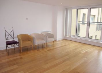 2 bed flat to rent in Hardwick Square, Wandsworth, London SW18