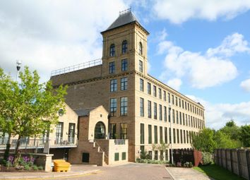 2 bed flat for sale in Meadow Road, Apperley Bridge, Bradford BD10
