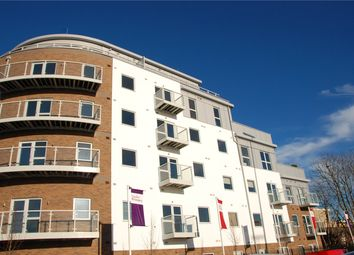 2 bed flat to rent in Austen House, Station View GU1