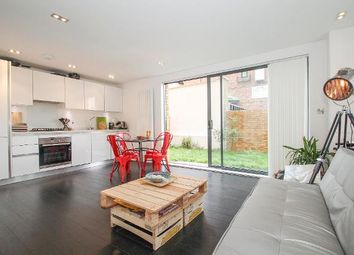 Thumbnail 2 bedroom flat to rent in New North Road, Islington, London