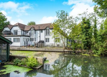 Thumbnail 2 bed cottage for sale in Boulters Lock Island, Maidenhead
