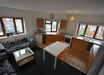 Thumbnail 5 bed flat to rent in Queens Road, Hyde Park, Leeds