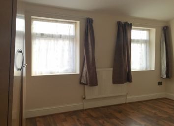 Thumbnail 2 bed flat to rent in Clement's Road, Ilford