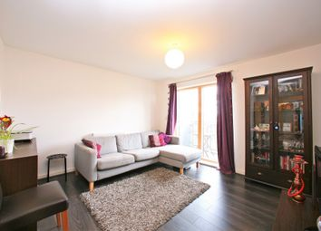 Thumbnail 3 bed flat to rent in North Road, London