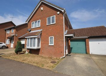 Thumbnail 4 bed detached house to rent in Fieldfare Green, Luton