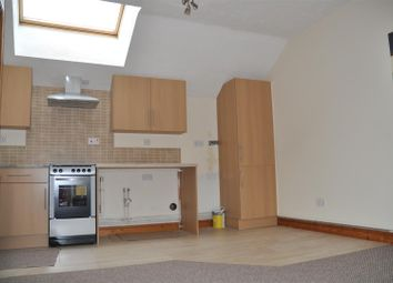 Thumbnail 2 bed property to rent in Holborn Road, Holyhead
