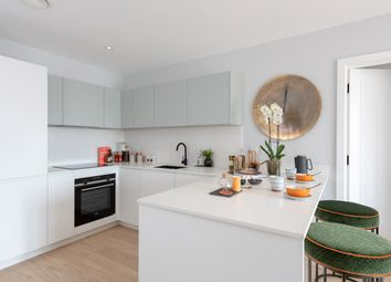 Thumbnail 2 bedroom flat for sale in Lionel Road South, Kew Bridge