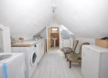 Ladywood Road, Tolworth, Surbiton KT6. Studio to rent