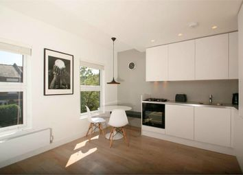 Thumbnail 2 bed flat to rent in Felix Road, Ealing, London