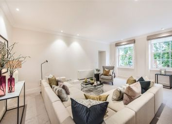 Thumbnail 3 bed flat to rent in Gilbert Street, London
