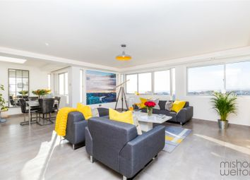 Thumbnail 2 bed flat for sale in Grand Avenue, Hove