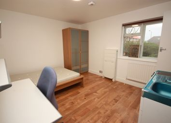 Thumbnail Studio to rent in Westway, Shepherds Bush