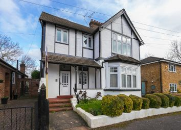2 bed flat for sale in Meadow Road, Loughton, Essex IG10