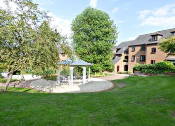 Thumbnail 1 bed flat to rent in Kingsmead Road, High Wycombe