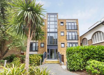 Isabella Court, London SW11. 2 bed flat