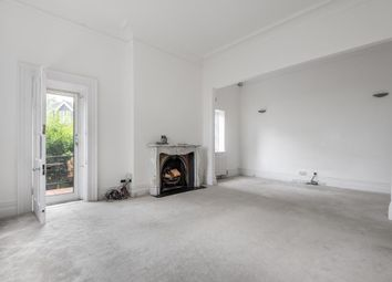 3 bed flat to rent in Lyndhurst Road, Hampstead NW3