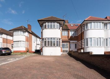 3 bed property for sale in Hampden Way, London N14