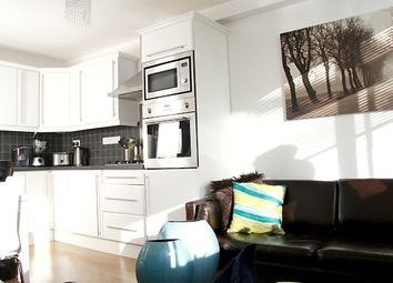 Thumbnail 4 bed flat to rent in King Square, London