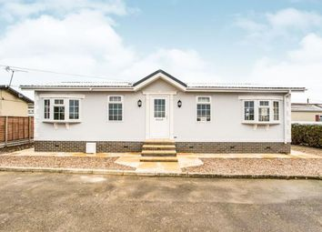 Thumbnail 2 bed mobile/park home for sale in Woodside Park Homes, Luton