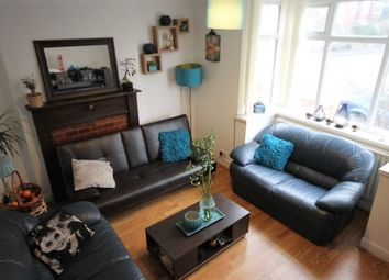 Thumbnail 3 bed flat to rent in Richmond Avenue, Leeds