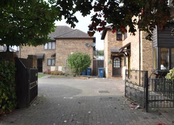 Thumbnail 2 bed detached house to rent in The Avenue, Harrow Weald