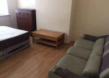 Thumbnail 3 bed flat to rent in Varna Close, Luton