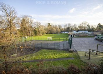 Firs Close, Esher KT10. 2 bed flat for sale