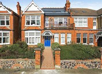 Thumbnail Flat for sale in Queens Avenue, Muswell Hill